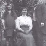 Ernest Schoeren, sa femme Joséphine Plun et sa fille Berthe-Léonthine en 1910